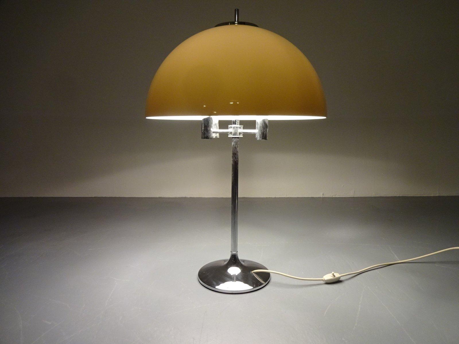 Italienische Tischlampe aus Metall & Kunststoff, 1970er