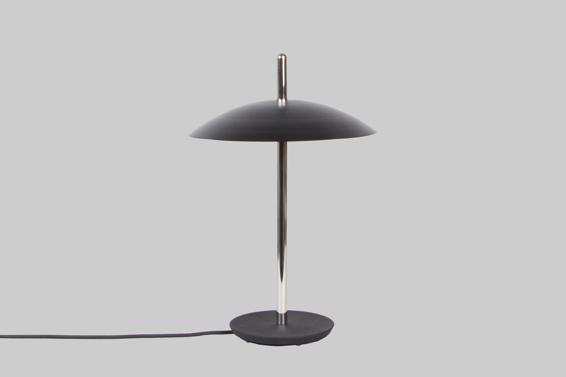Vernickelte Schwarze Signal Tischlampe von Shaun Kasperbauer für Souda