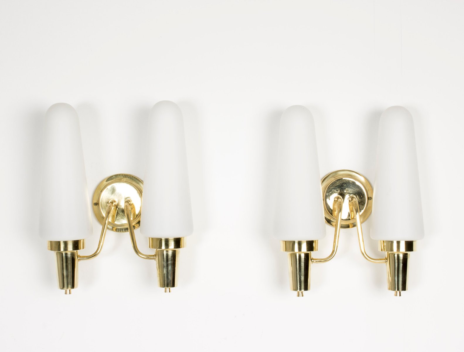 Wandlampen aus Messing & Opalglas, 1950er, 2er Set