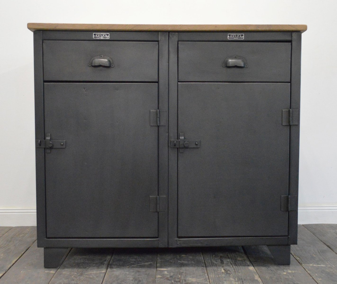 meuble vintage industriel de solfa en vente sur pamono. Black Bedroom Furniture Sets. Home Design Ideas