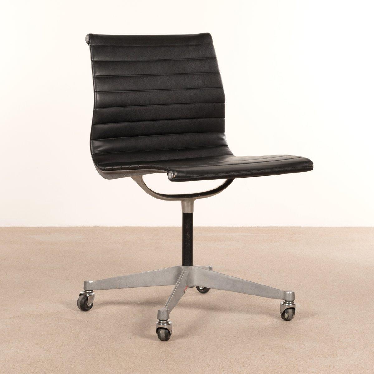 Schwarzer Schreibtischstuhl Von Charles U0026 Ray Eames Für Herman Miller,  1950er
