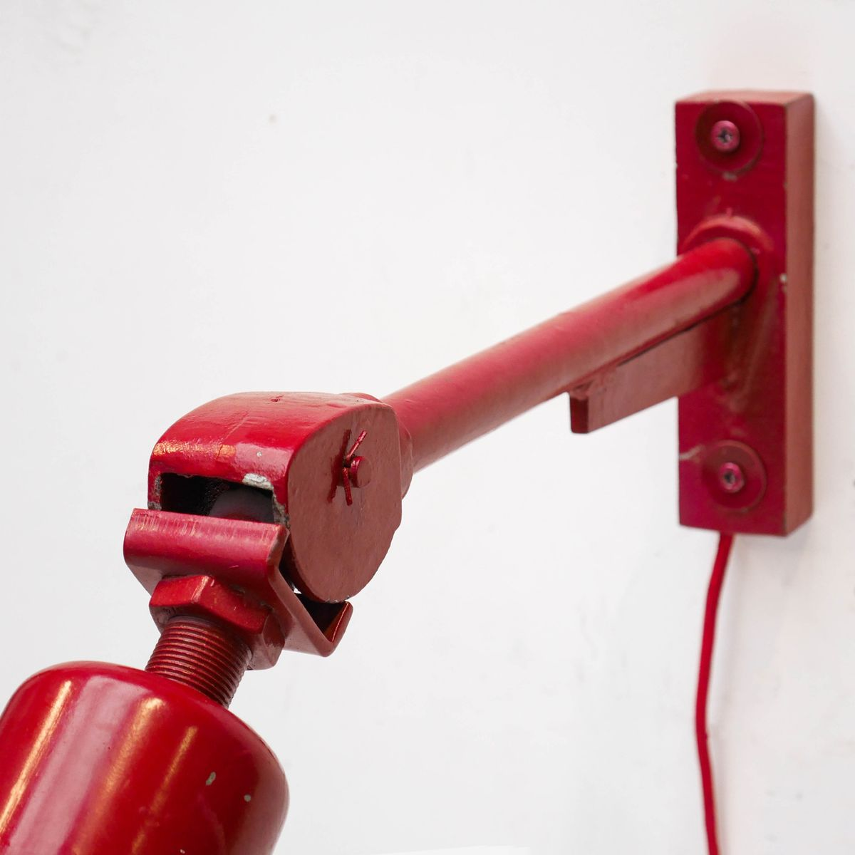 applique murale industrielle rouge avec bras articul en vente sur pamono. Black Bedroom Furniture Sets. Home Design Ideas