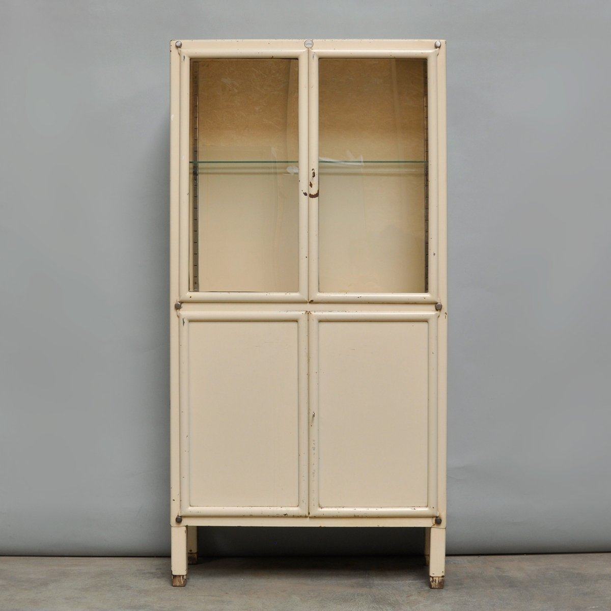 armoire pharmacie vintage en fer de kovona 1950s en vente sur pamono. Black Bedroom Furniture Sets. Home Design Ideas