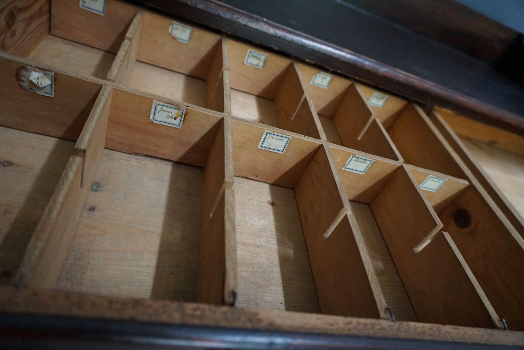 Cassettiera da farmacia in legno di pino paesi bassi anni in