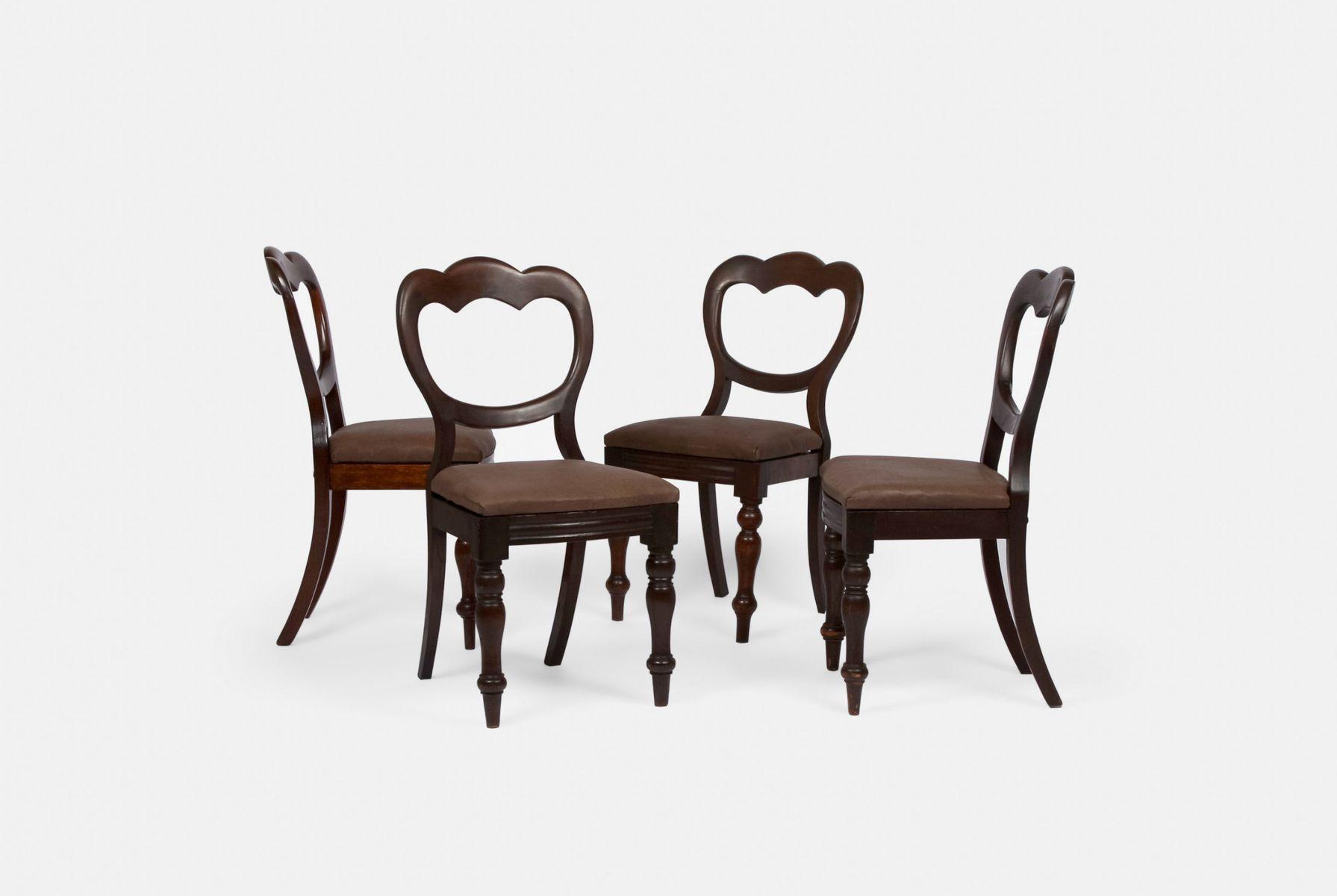 Sillas de comedor antiguas con asientos de cuero marrón. Juego de 4 ...