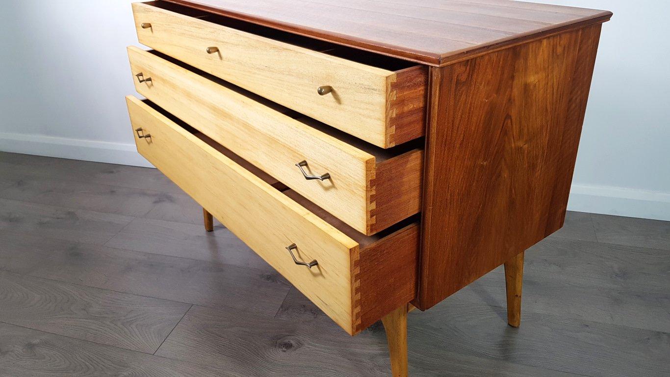 mid century kommode mit furnier aus teakholz und. Black Bedroom Furniture Sets. Home Design Ideas