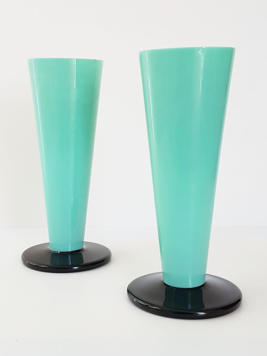 vases art d co en verre noir et vert opalin 1920s set de 2 en vente sur pamono. Black Bedroom Furniture Sets. Home Design Ideas