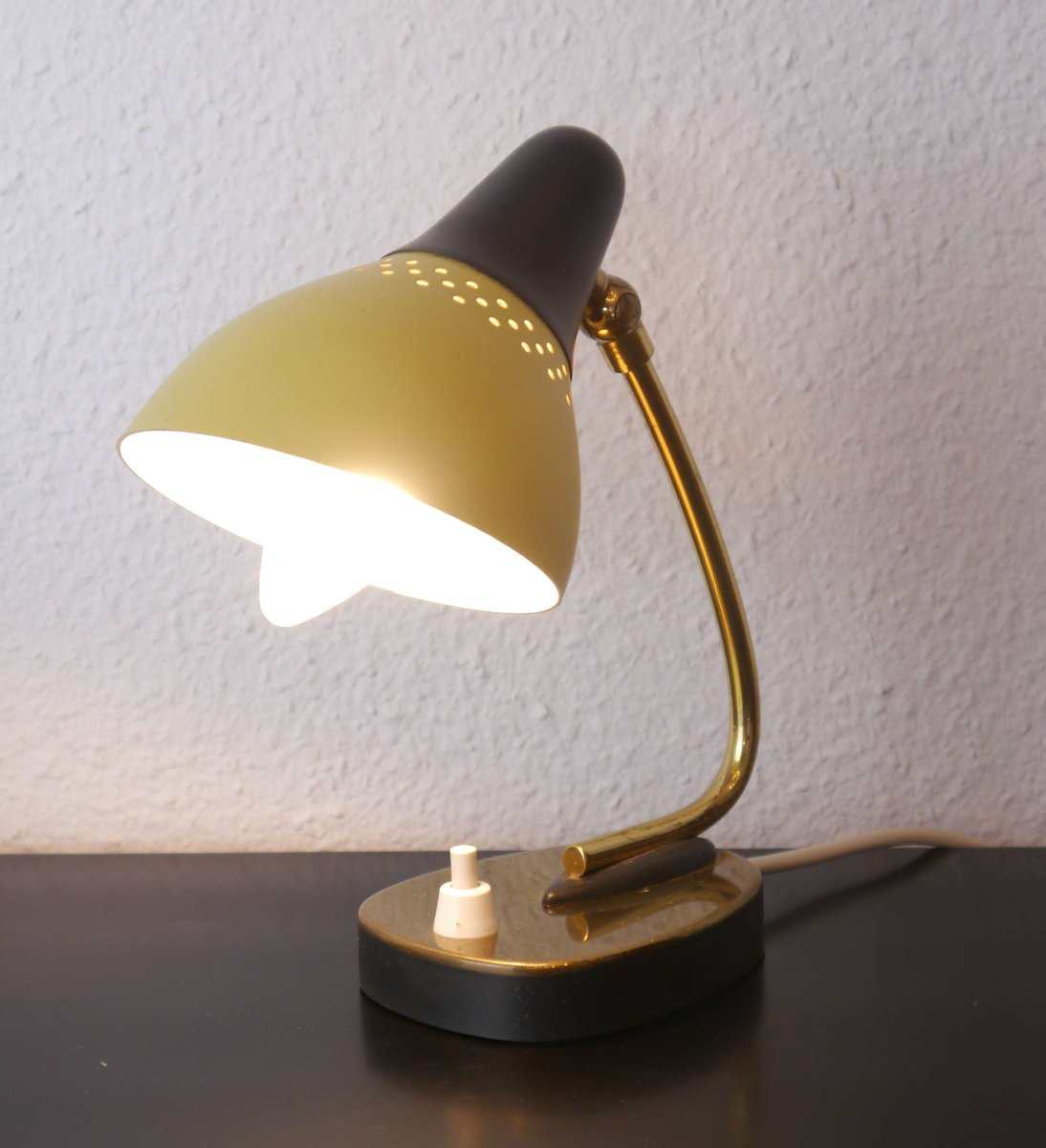 nachttischlampen in gelb und schwarz 1950er 2er set bei pamono kaufen. Black Bedroom Furniture Sets. Home Design Ideas