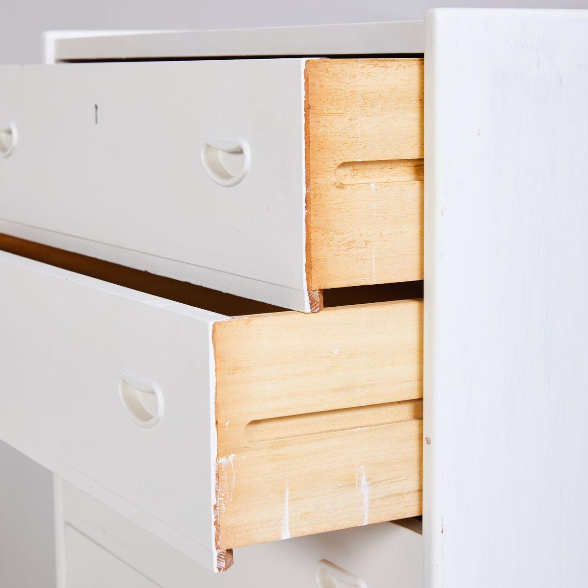 wei e kommode 1970er bei pamono kaufen. Black Bedroom Furniture Sets. Home Design Ideas