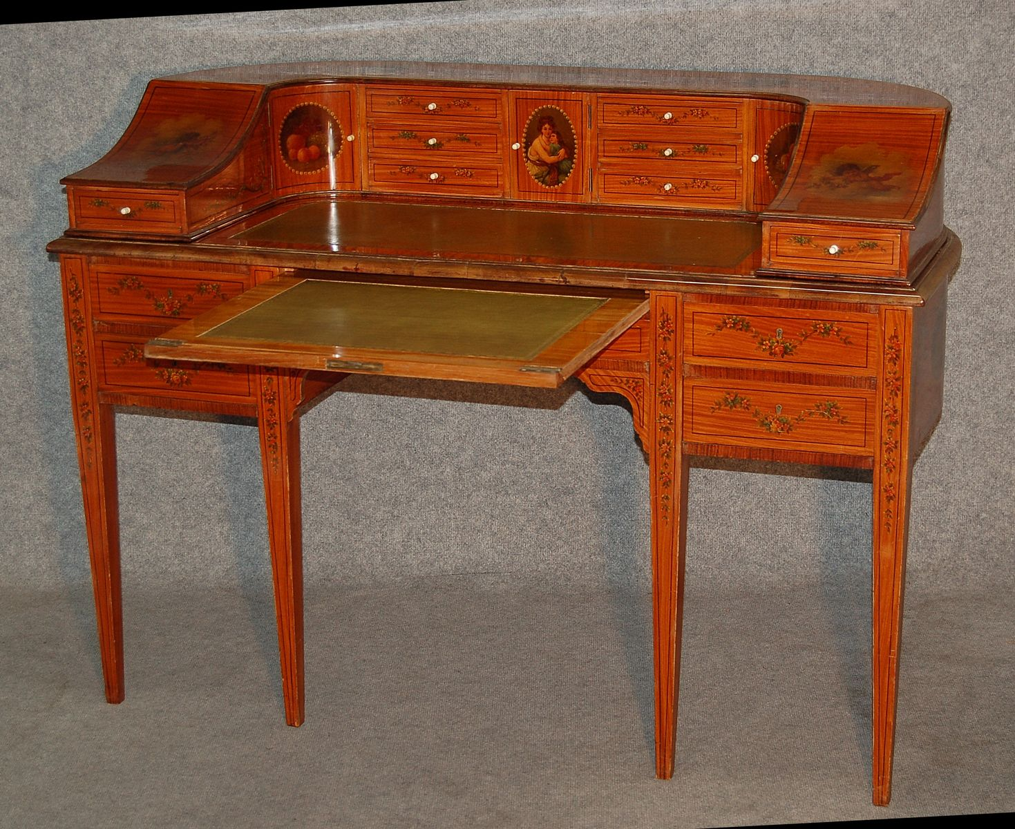 Antique English Carlton House Desk from Maple et Compagny - Antique English Carlton House Desk From Maple Et Compagny For Sale