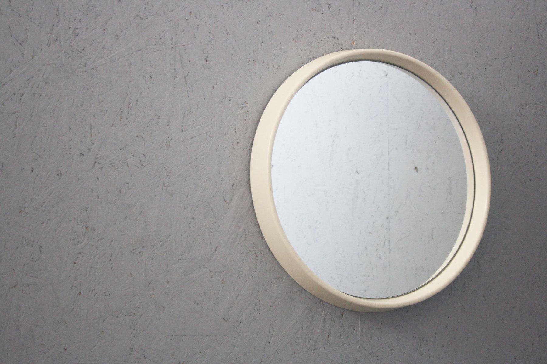 kleiner runder vintage spiegel mit rahmen aus kunststoff bei pamono kaufen. Black Bedroom Furniture Sets. Home Design Ideas