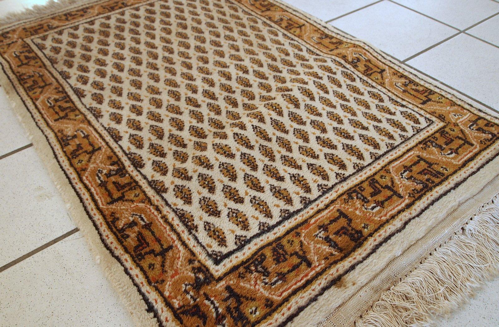 handgearbeiteter indischer vintage teppich im seraband stil 1980er bei pamono kaufen. Black Bedroom Furniture Sets. Home Design Ideas