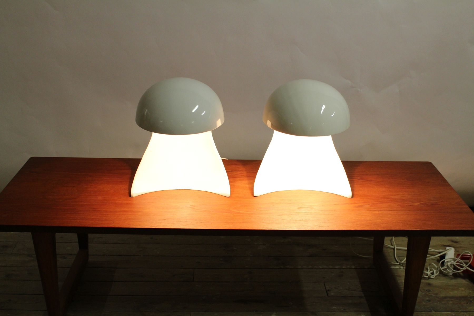 Lampade da tavolo di dario tognon studio celli per - Lampade da tavolo artemide ...