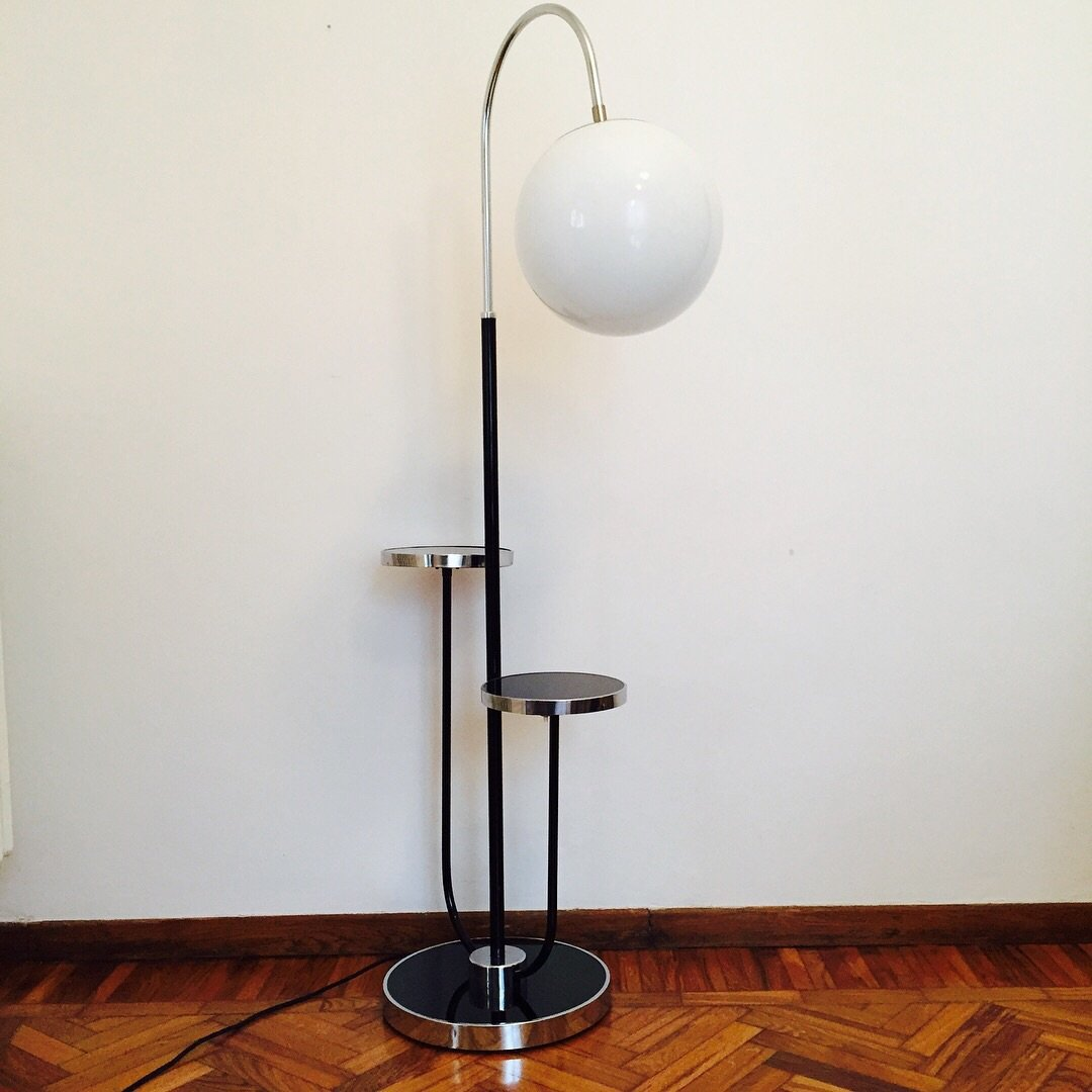 Vintage Bauhaus Stehlampe Mit 2 Kleinen Tischen Von Jindřich Halabala