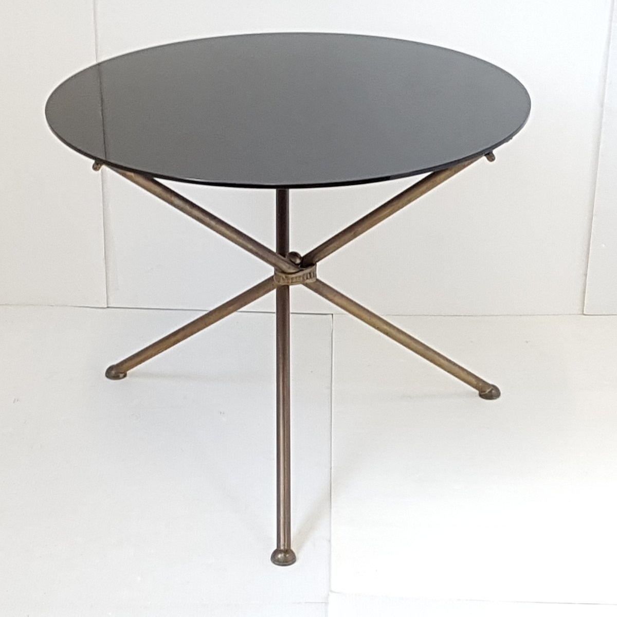 French Black Brass Tripod Side Table S For Sale At Pamono - Black and brass side table