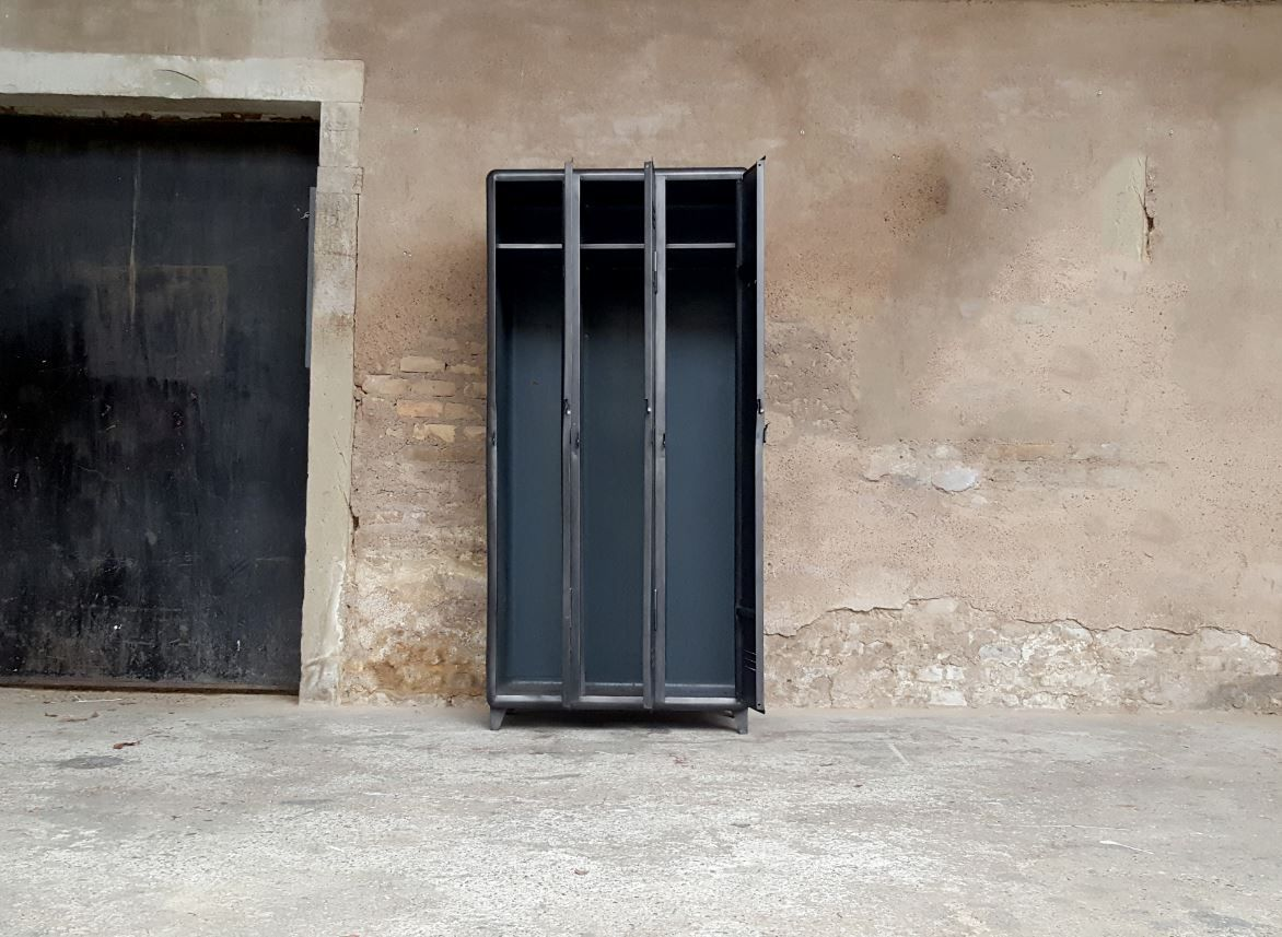 vestiaire vintage industriel 3 portes en acier bross en vente sur pamono. Black Bedroom Furniture Sets. Home Design Ideas