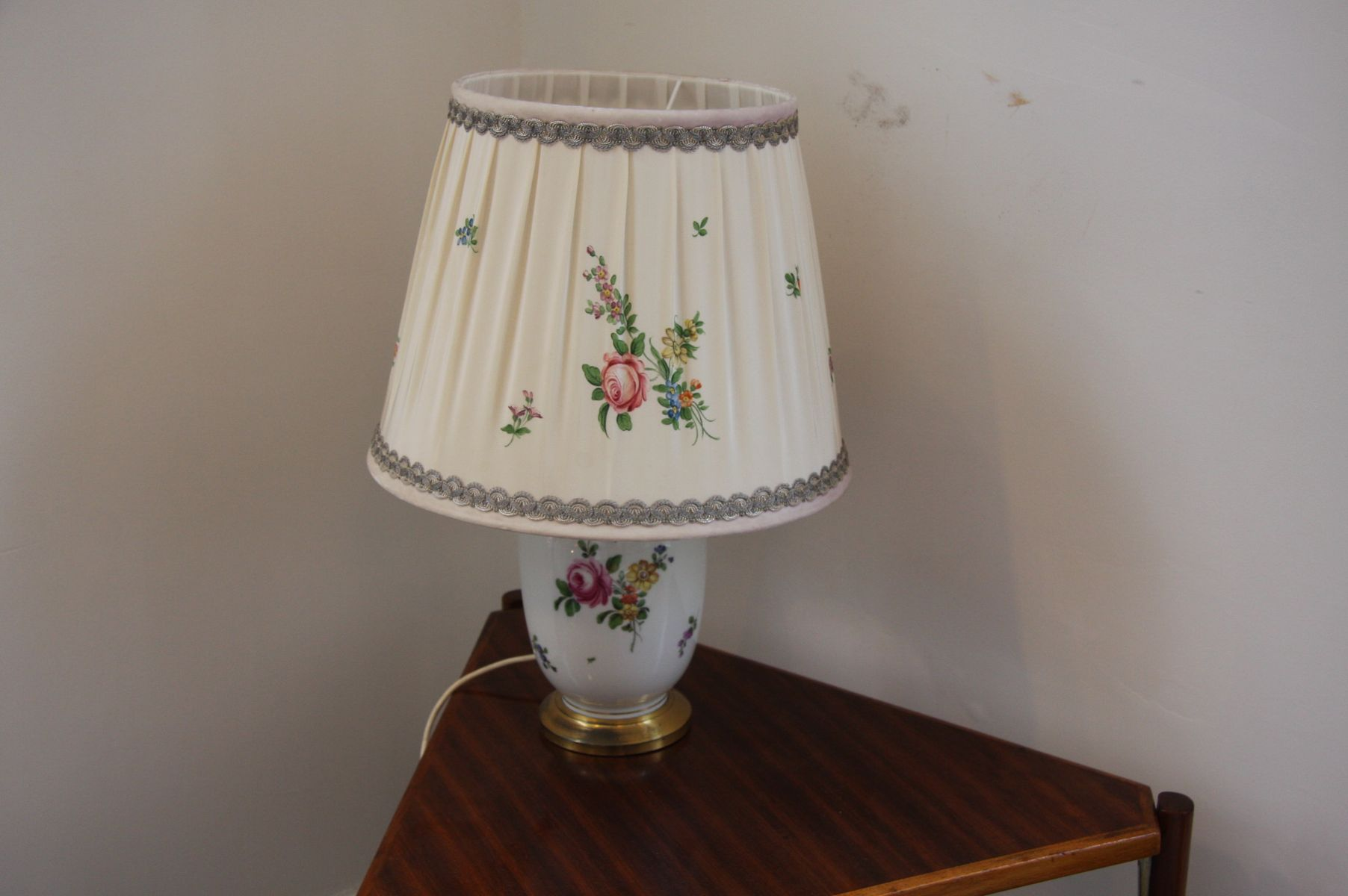 Vintage porcelain table lamp from augarten for sale at pamono vintage porcelain table lamp from augarten aloadofball Image collections