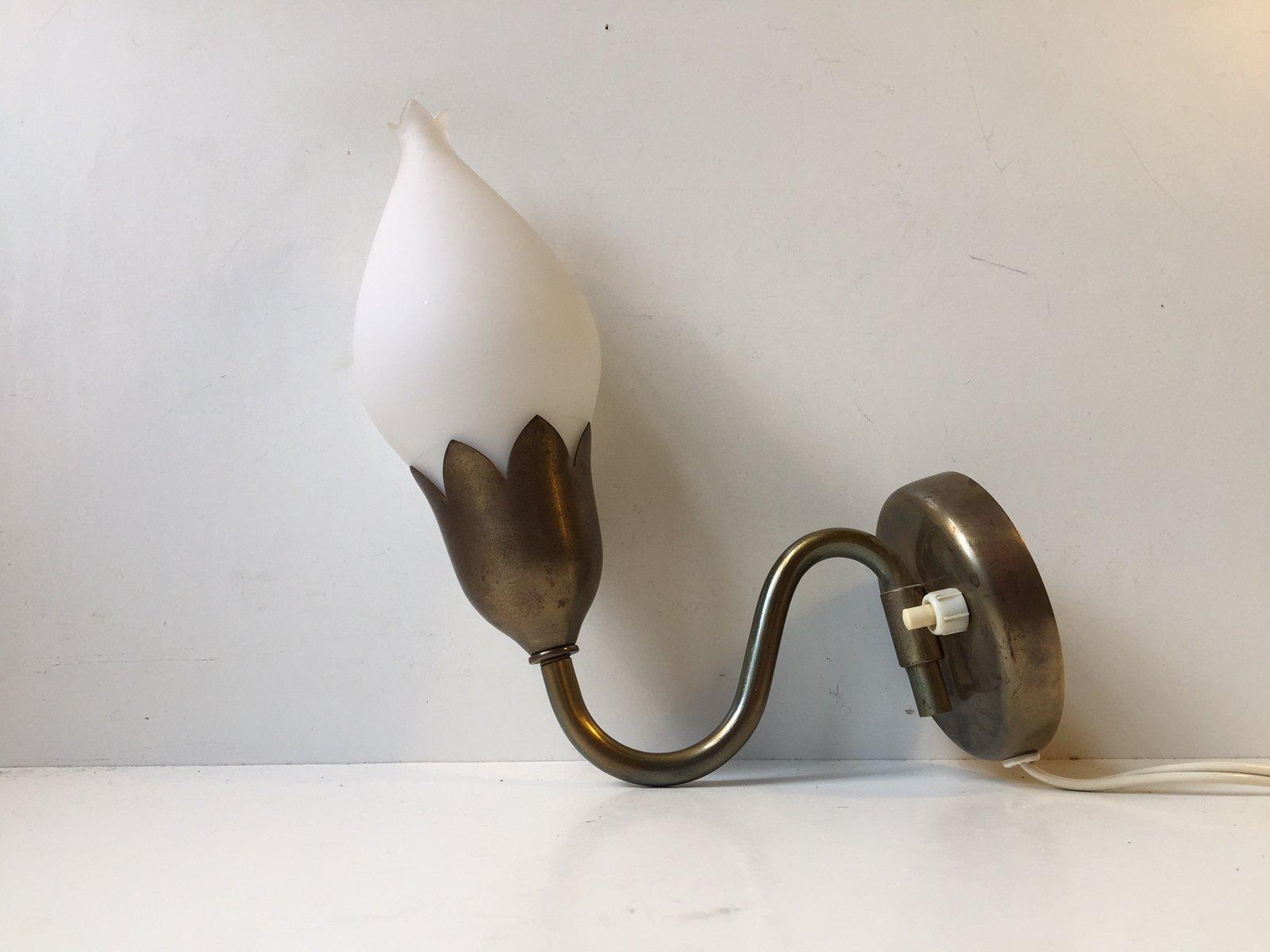Dänische Tulip Wandlampe aus Messing und Opalglas von Fog & Mørup, 194...
