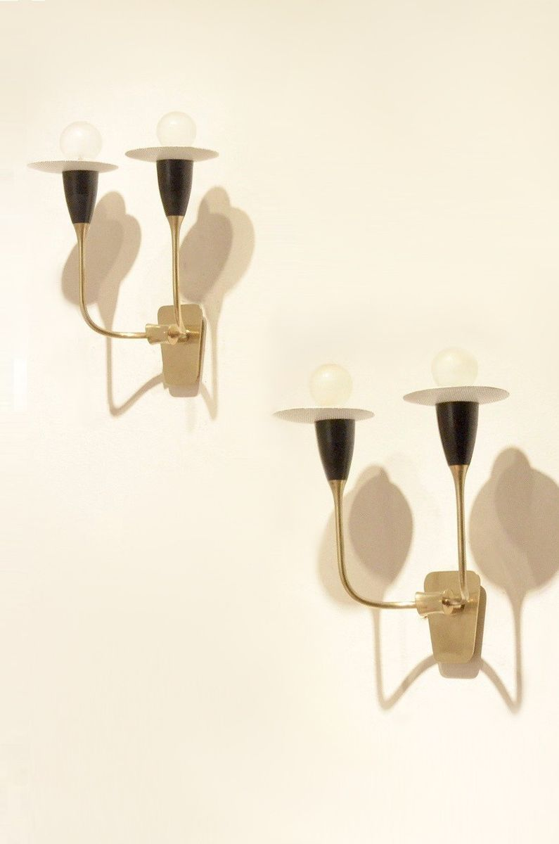 Französische Mid-Century perforierte Metall Wandlampen in schwarz und ...