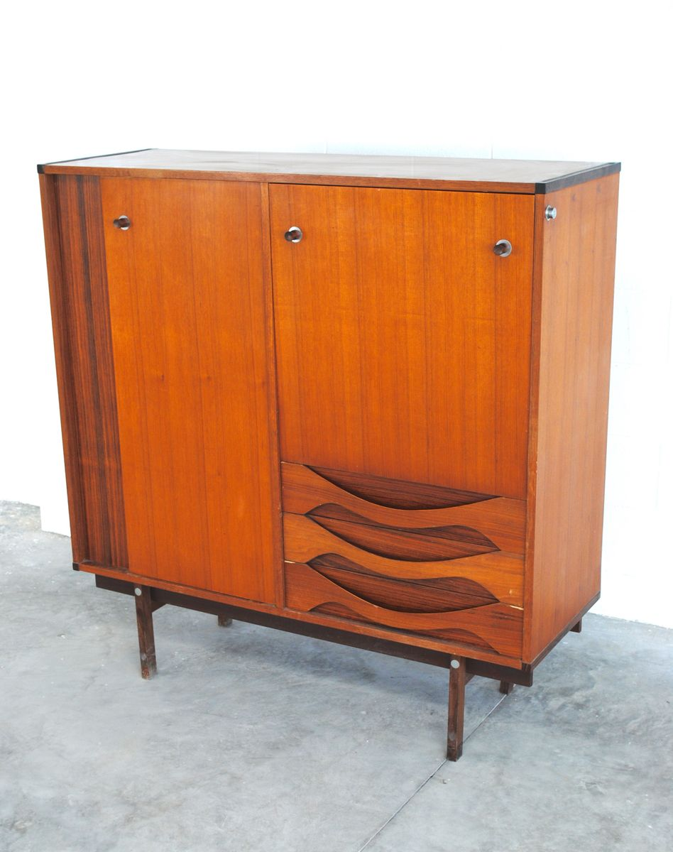 d nisches vintage walnuss highboard bei pamono kaufen. Black Bedroom Furniture Sets. Home Design Ideas