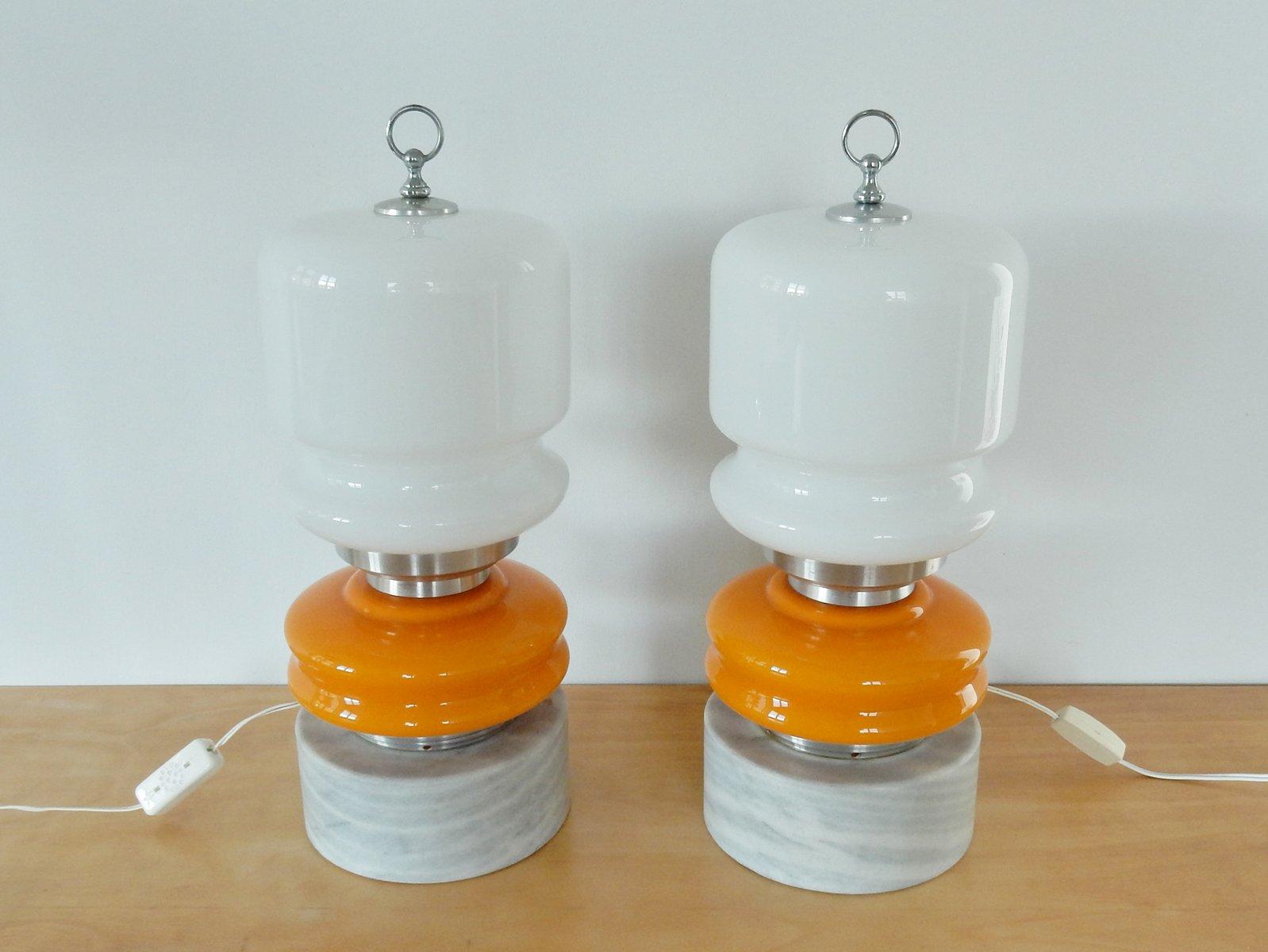 Vintage Tischlampen aus weißem & orangefarbenem Glas auf Stein Pedesta...