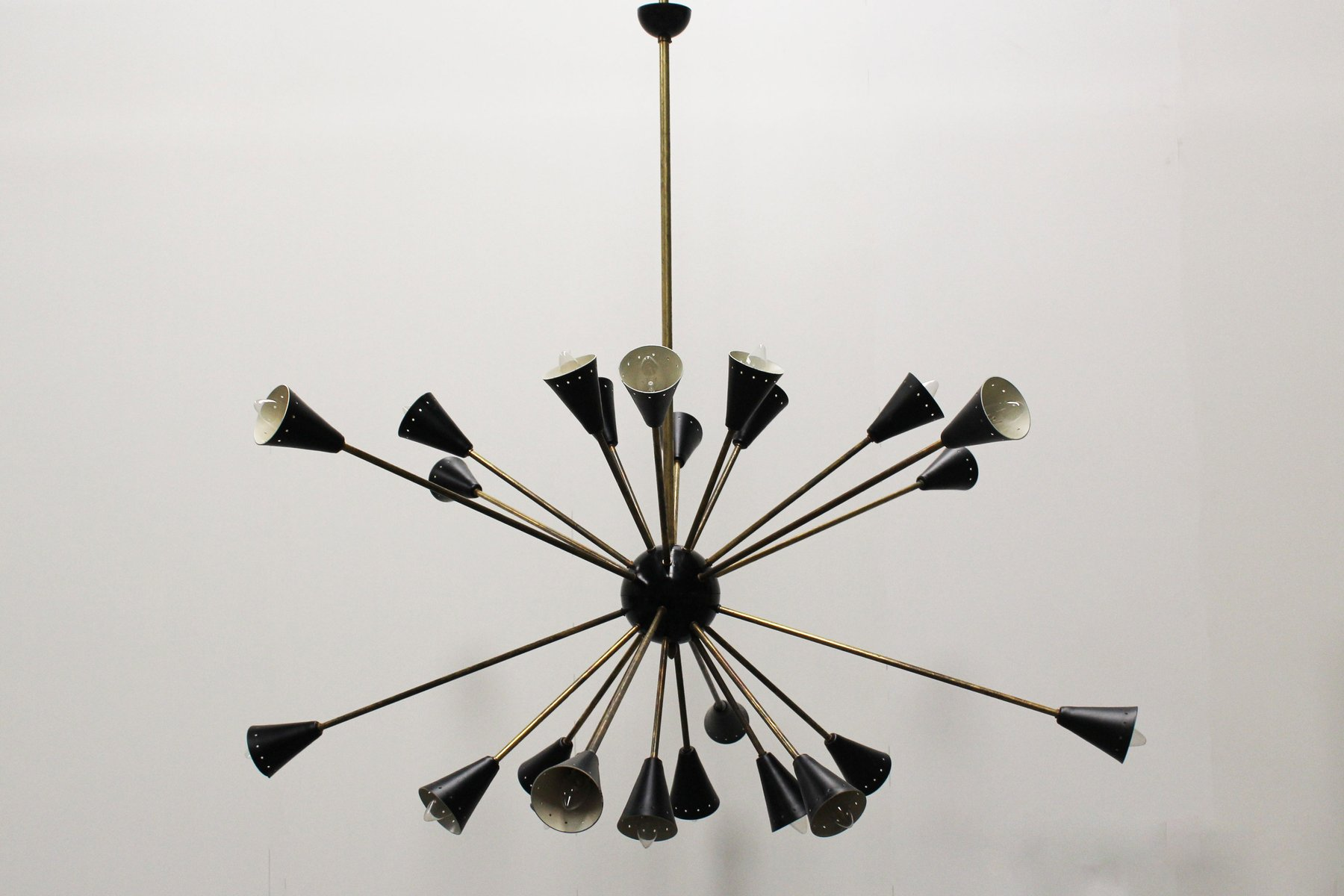 Italienischer schwarzer Mid-Century Sputnik Kronleuchter von Stilnovo,...
