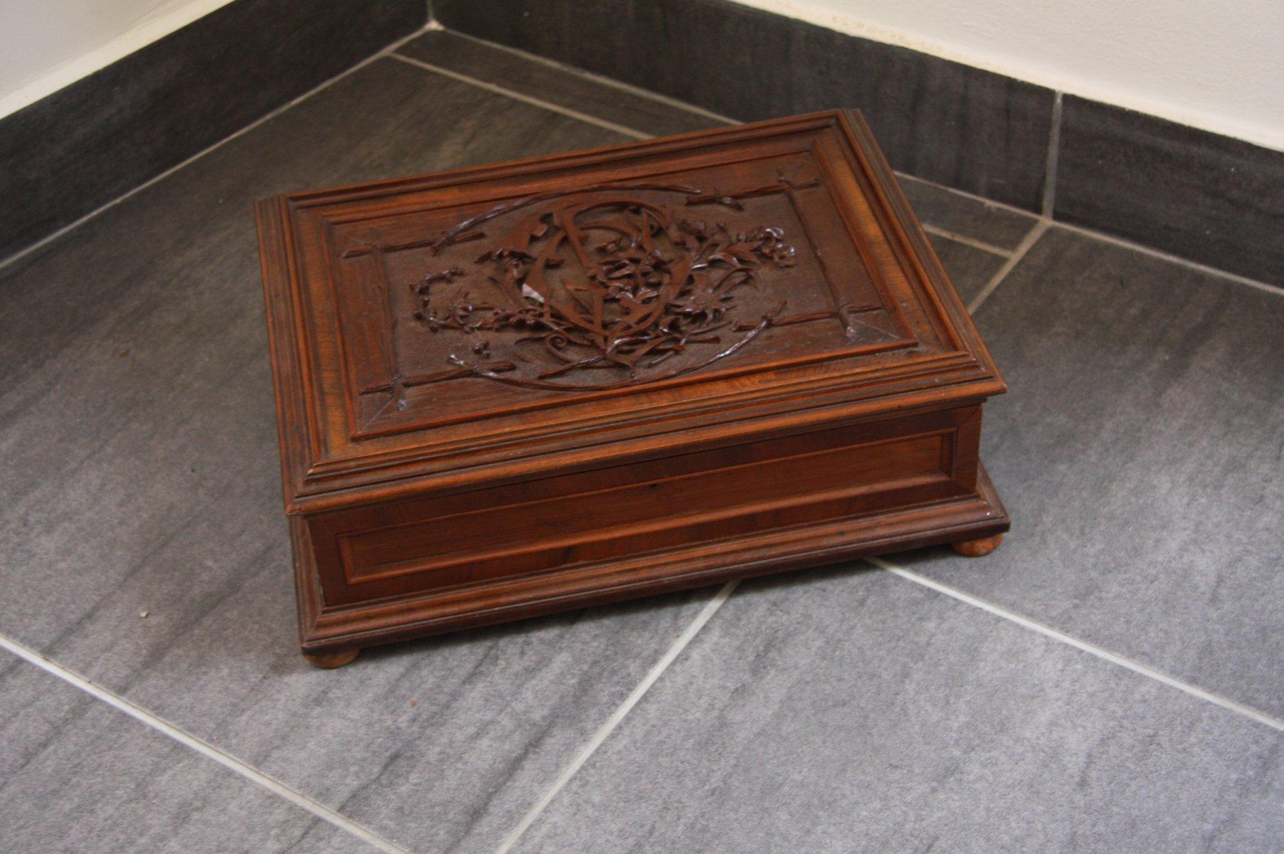 Antike österreichische Schachtel aus Holz mit M...