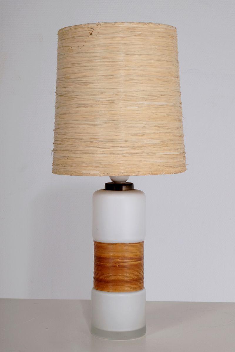 Kleine Finnische Tischlampe aus weißem Opalglas und Stroh, 1950er
