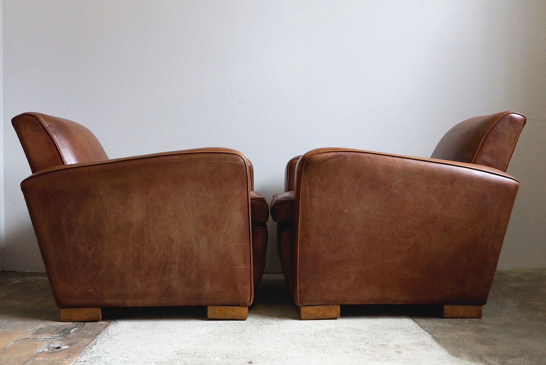 large leather club chairs 1970s set of 2 for sale at pamono. Black Bedroom Furniture Sets. Home Design Ideas