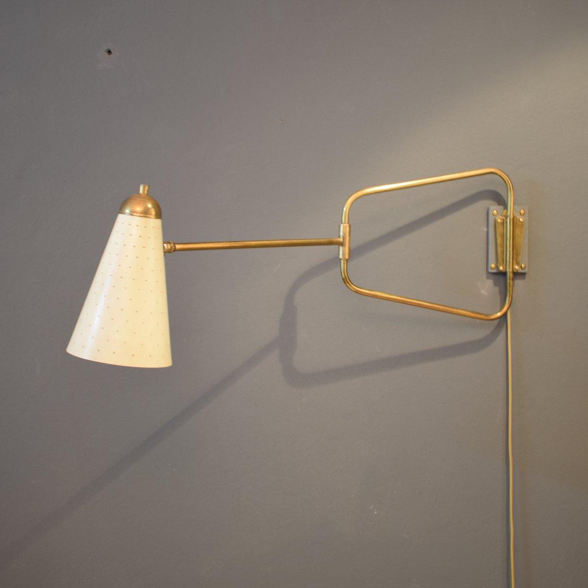 Französische Mid-Century Messing Wandlampe von Jacques Biny