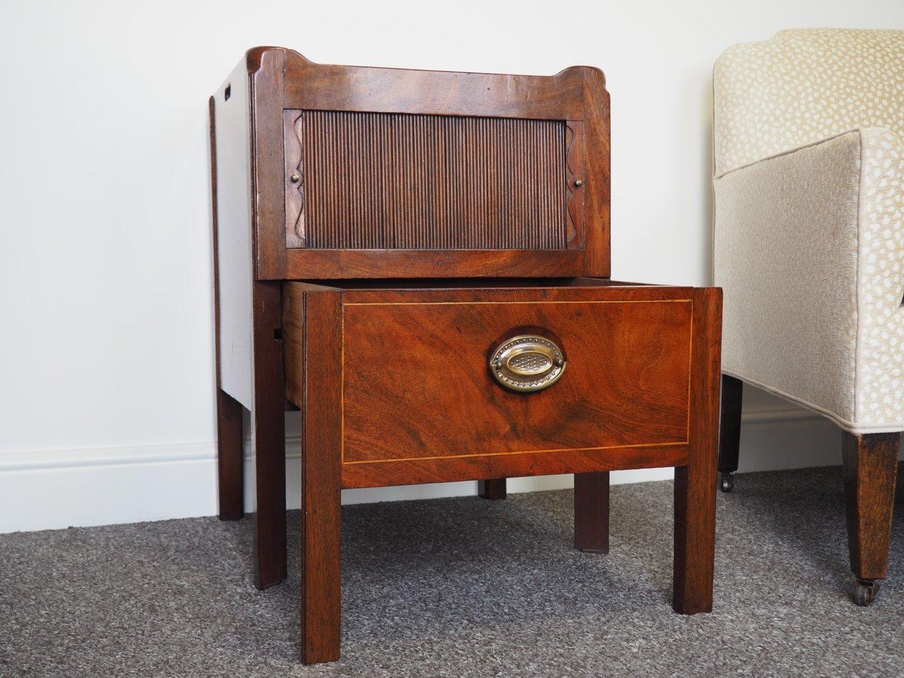 table de chevet avec plateau en acajou georgie en vente sur pamono. Black Bedroom Furniture Sets. Home Design Ideas