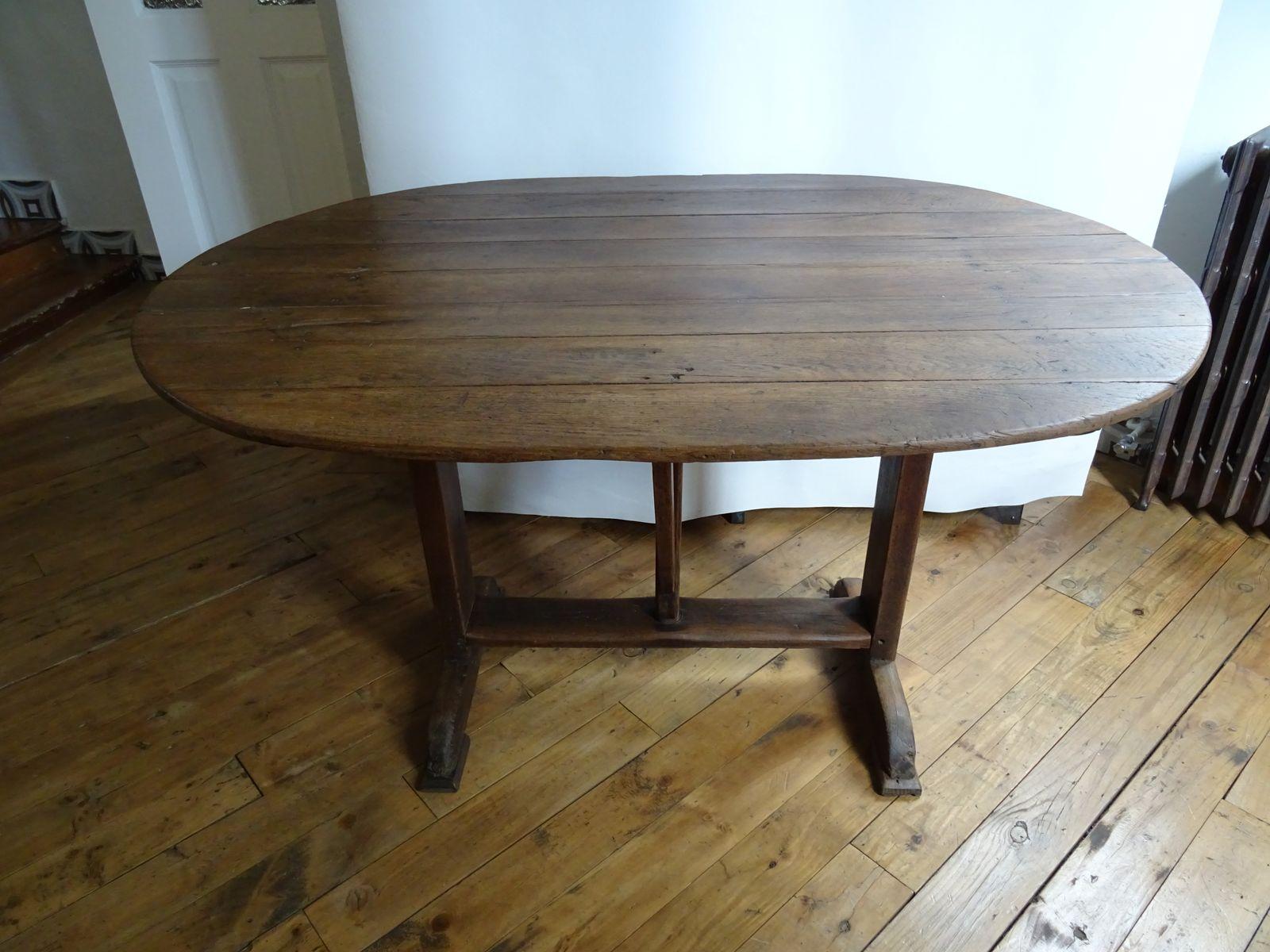 Tavolo in legno massiccio, Francia in vendita su Pamono