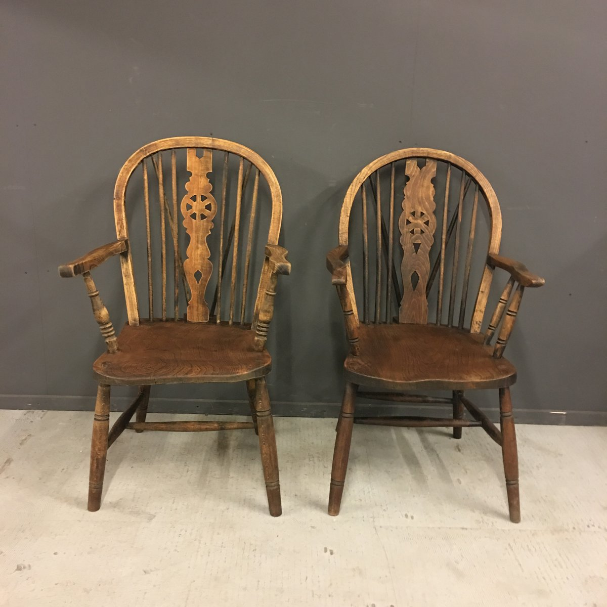 Antique Windsor Chairs, Set of 2 - Antique Windsor Chairs, Set Of 2 For Sale At Pamono