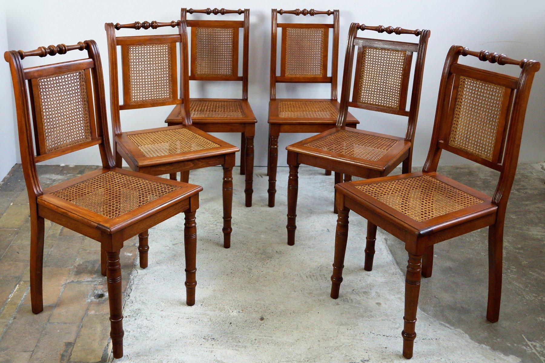 Sillas de comedor de nogal con asientos de mimbre trenzado, década ...