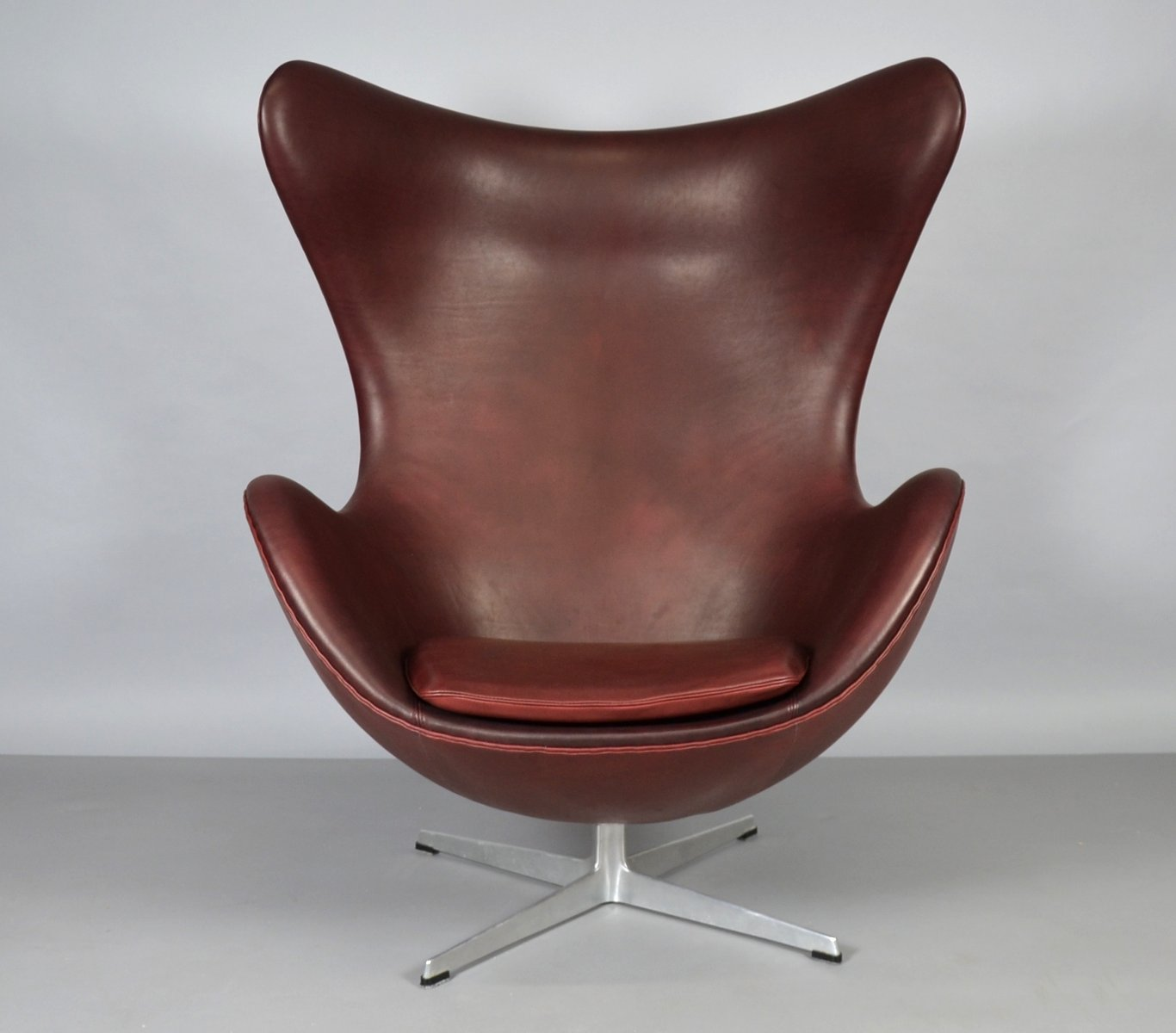 Egg Chair Aus Leder Von Arne Jacobsen Fur Fritz Hansen 1965 Bei