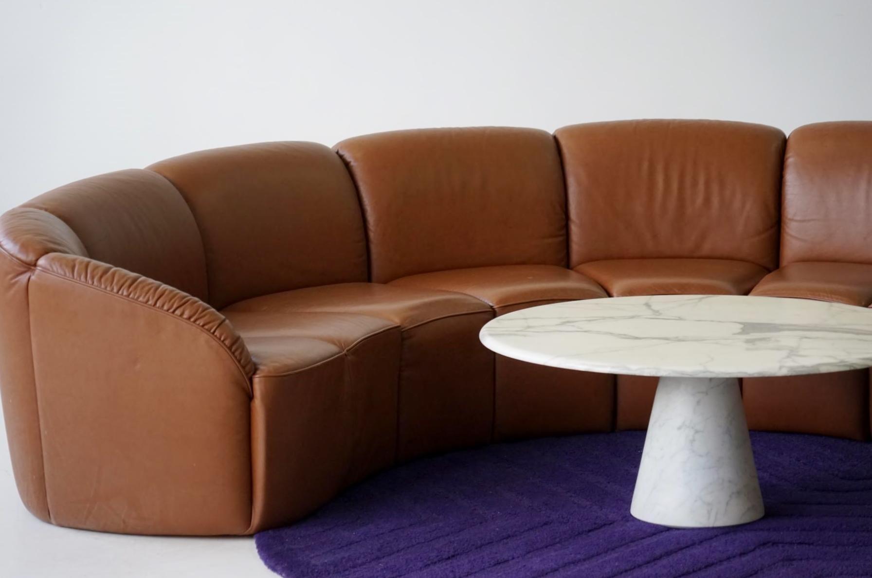 Divano curvo vintage in pelle di walter knoll anni 39 60 in vendita su pamono - Divano curvo design ...