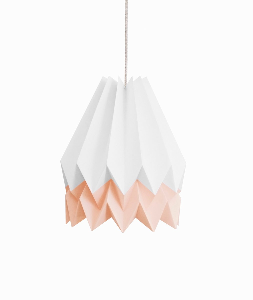 Polarweiße Origami Lampe mit pastellrosa Streifen von Orikomi