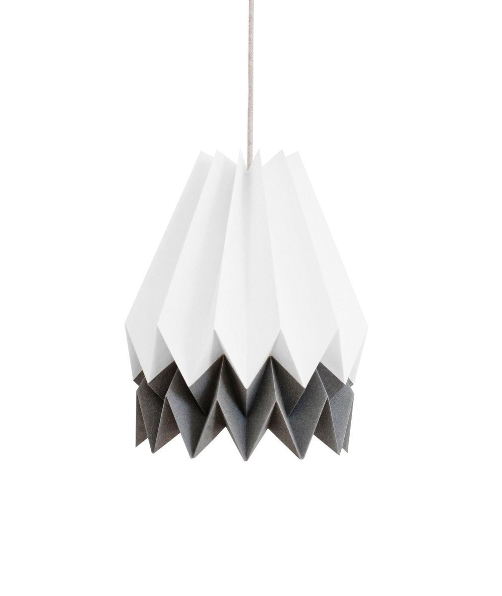 Polarweiße Origami Lampe mit anthrazitgrauem Streifen von Orikomi