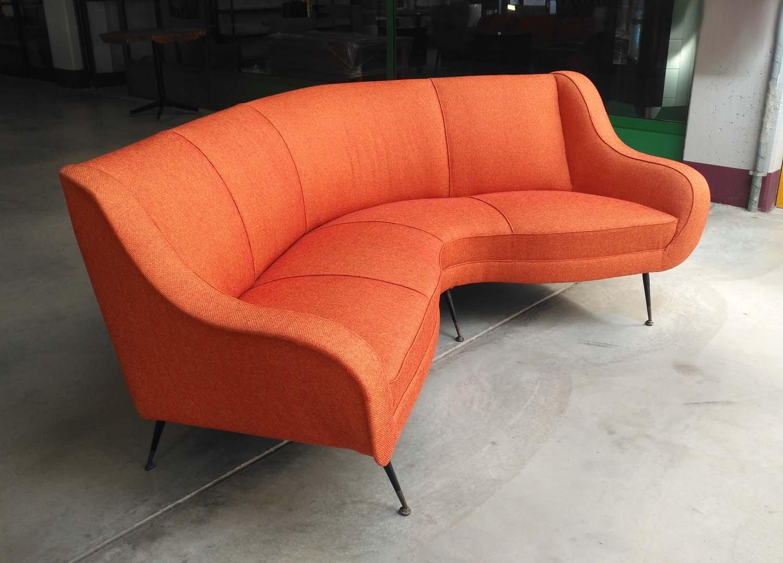 canap arrondi 1950s en vente sur pamono. Black Bedroom Furniture Sets. Home Design Ideas