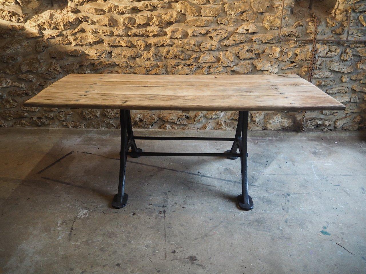 Industrieller Vintage Tisch aus Eichenholz mit Sockel aus Gusseisen