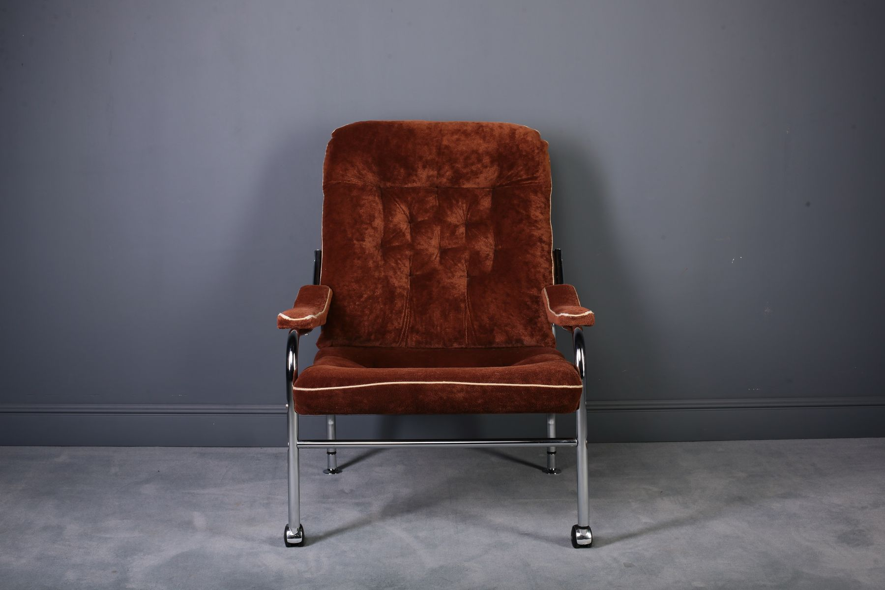 Verchromter Sessel mit braunem Bezug, 1970er