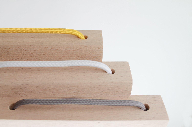 Table de bureau jaune p le avec une bande blanc polaire par