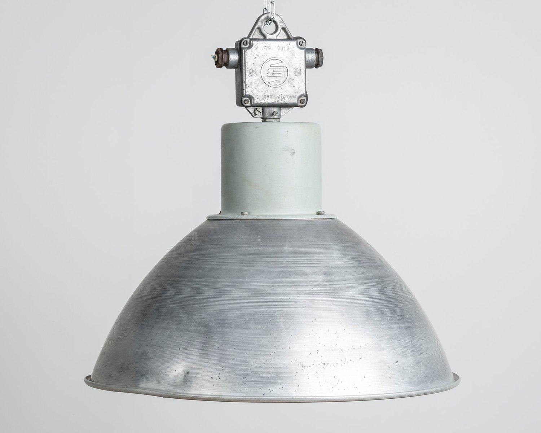 lampe suspension industrielle pour elektrosvit 1970s en vente sur pamono. Black Bedroom Furniture Sets. Home Design Ideas