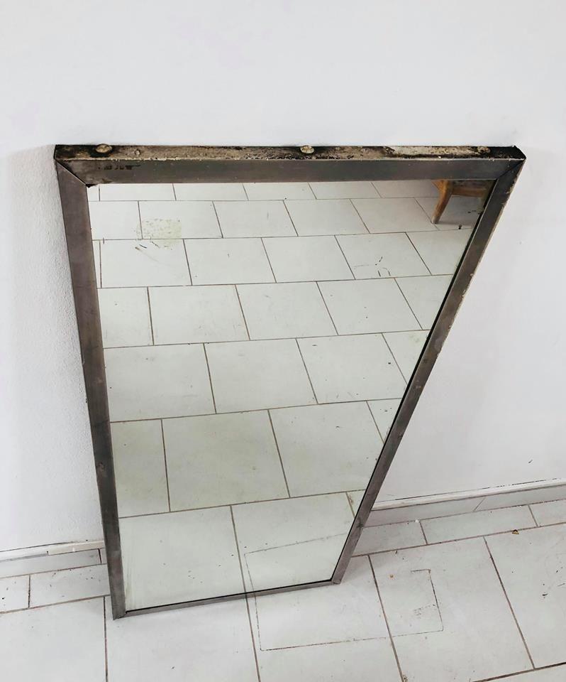 miroir industriel avec cadre en m tal italie 1960s en vente sur pamono. Black Bedroom Furniture Sets. Home Design Ideas