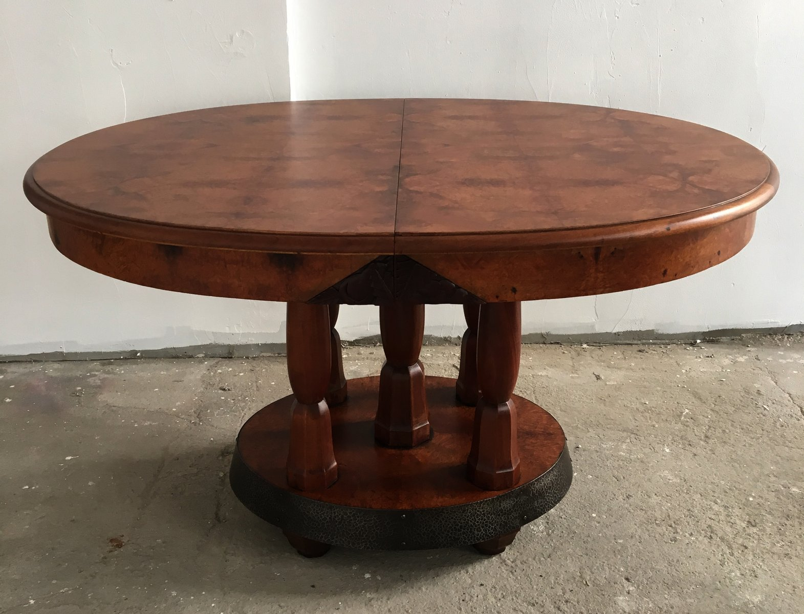 Table de salle manger art d co ronde en ch ne acajou france 1930s en vente sur pamono - Deco sur table salle a manger ...