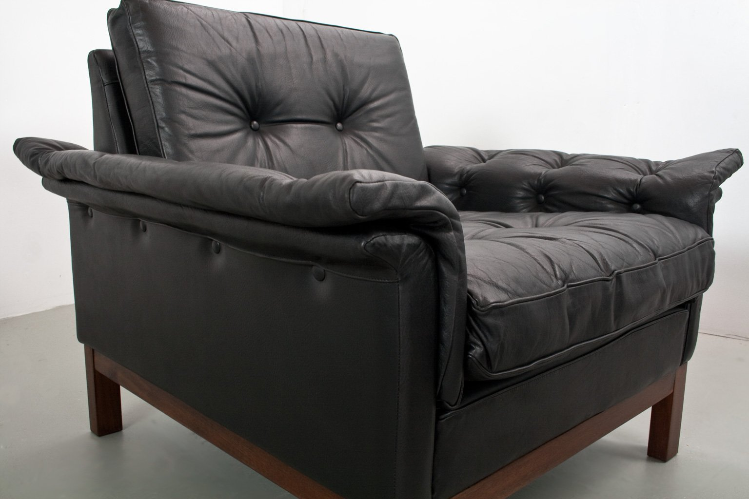 skandinavische mid century leder sessel 1950er 2er set bei pamono kaufen. Black Bedroom Furniture Sets. Home Design Ideas