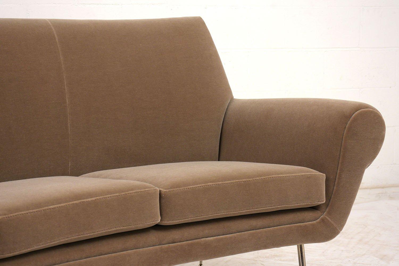 Geschwungenes italian modern 3 sitzer sofa 1960er bei for Sofa 7 sitzer