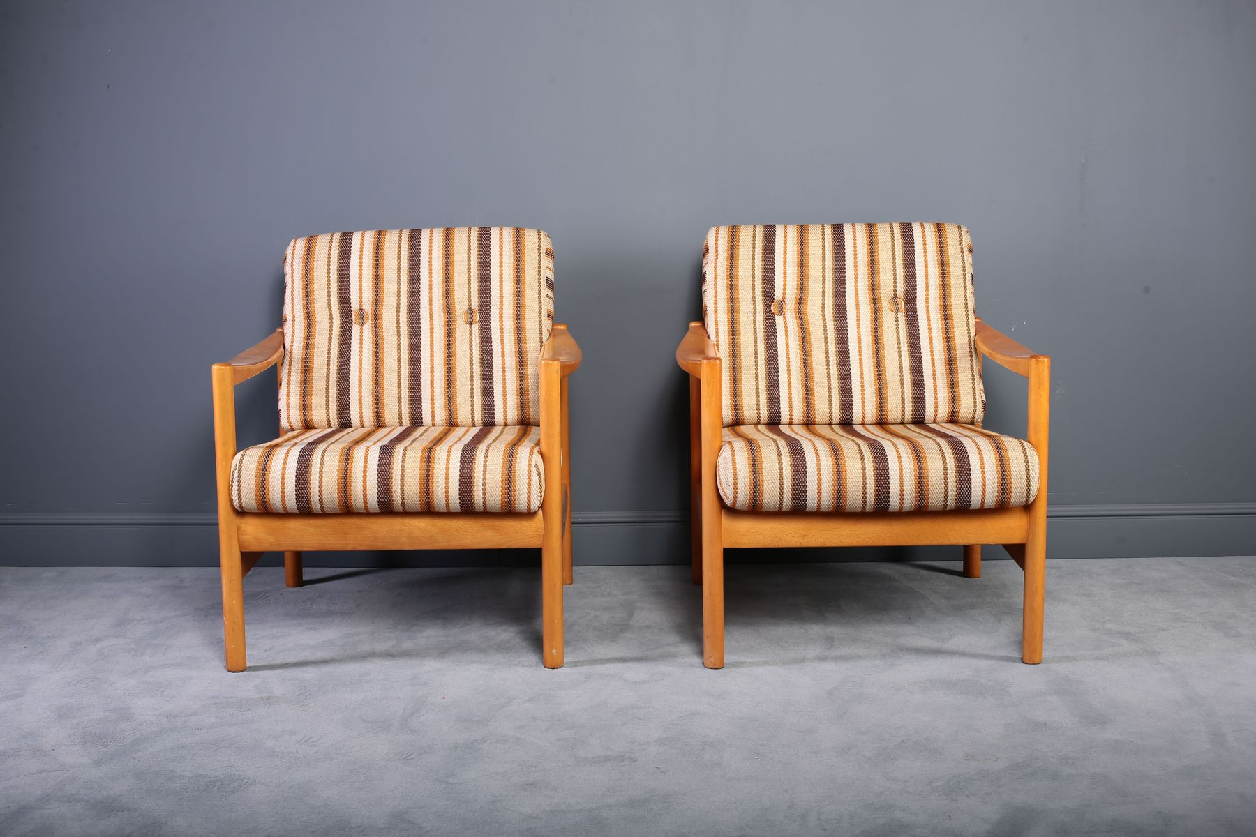 Oak Fabric Lounge Chairs 1970s Set Of 2 For Sale At Pamono