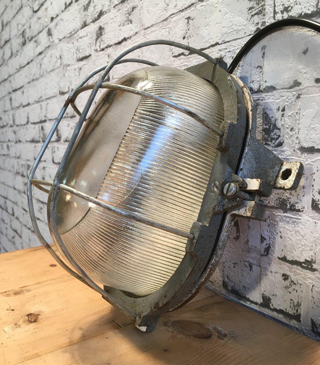Industrielle Vintage Wandlampe aus Gusseisen