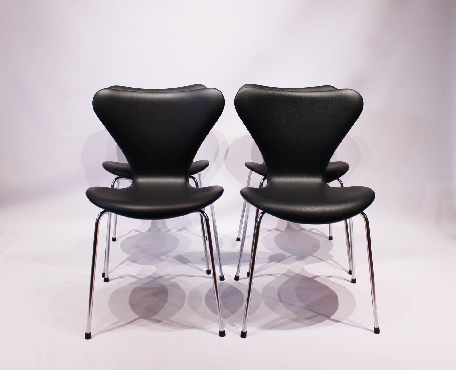 modell 3107 seven st hle aus schwarzem leder von arne jacobsen f r fritz hansen 1980er 4er set. Black Bedroom Furniture Sets. Home Design Ideas